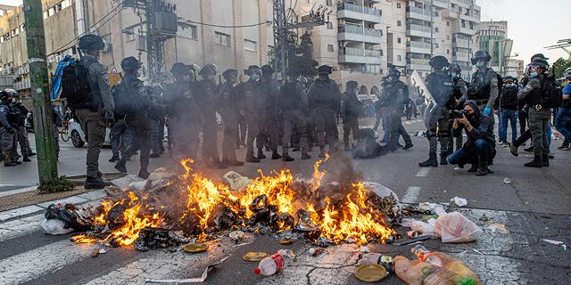 בירושלים: ונדליזם ברכבת הקלה. בבני ברק: ראש העיר הותקף