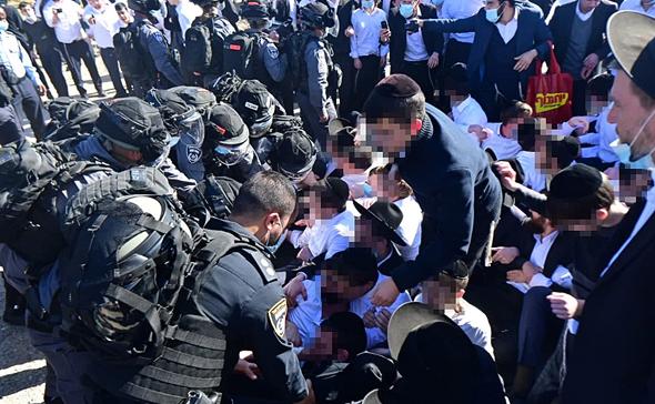 עימותים בין המשטרה לחרדים ליד ישיבת גרודנא באשדוד