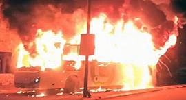 האוטובוס של חברת אפיקים עולה באש