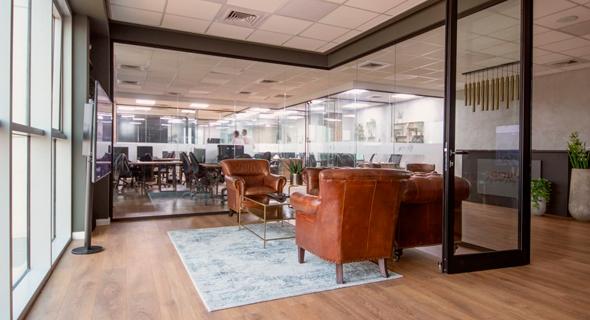"""משרדי קבוצת יעדים נדל""""ן. """"מאפשרים לסטודנטים מצטיינים טבילת אש ראשונה בתחום תחת המעטפת של החברה"""""""
