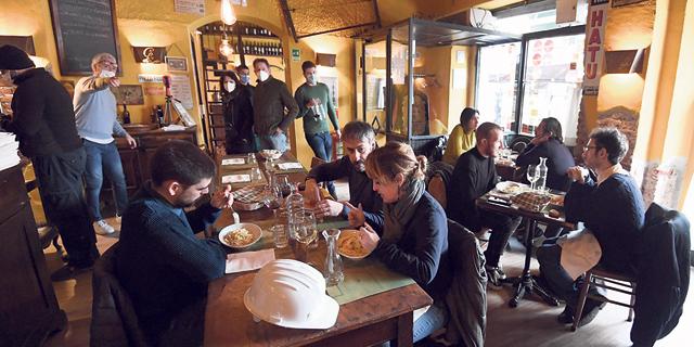 מסעדה במילאנו החודש, צילום: אי פי איי