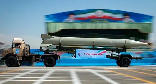 """טיל שהאב 3 איראני. הוא וקודמיו פותחו ע""""ב טיל צפון קוריאני בשם הואסונג, בעצמו גרסה של הסקאד הסובייטי"""