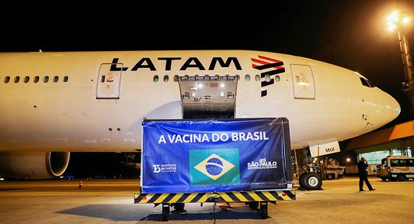 משלוח של חיסונים סיניים נוחת בברזיל