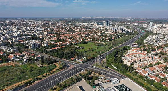 האזור המיועד להקמת השכונה החדשה ברעננה. 253 יחידות דיור והתכתבות עם המרקם האורבני של הסביבה