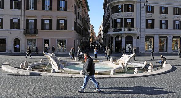 מזרקת הספינה ברומא, בחודש שעבר