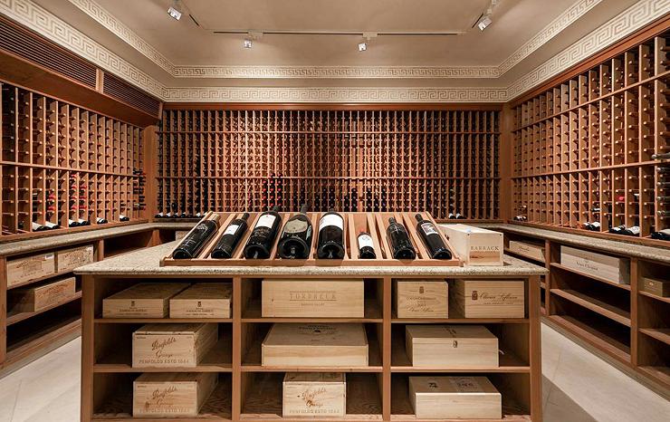 חדר יינות מפואר
