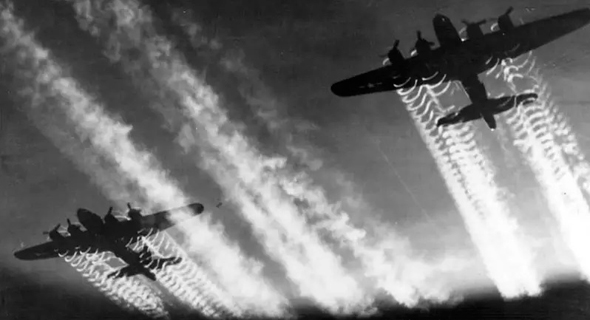 מטוסים בדרכם למטרה