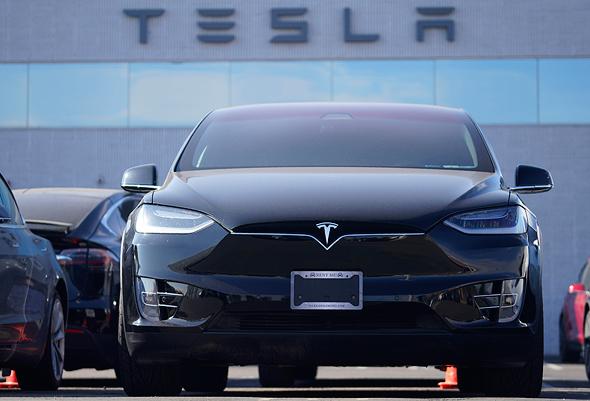 רכב חשמלי טסלה מודל X