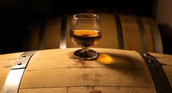 וויסקי שיושן בחבית עץ. למשקה בייצור החדש והמהיר צפויים אוהדים במזרח אסיה