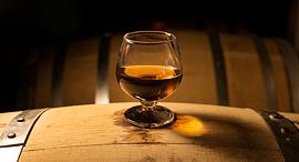 וויסקי שיושן ב חבית עץ פנאי, צילום: שאטרסטוק