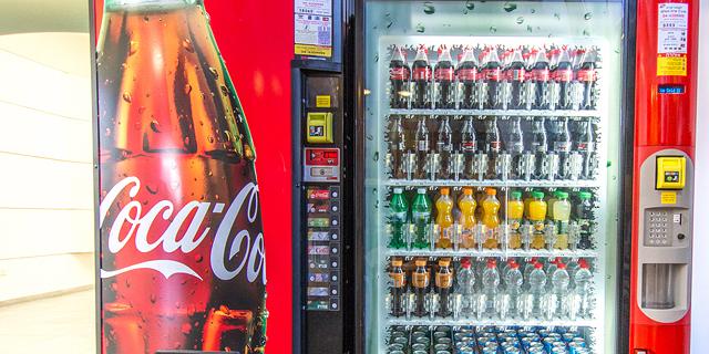 תביעה: קוקה־קולה מסבה הפסדים למשקר, חברת המכונות האוטומטיות שלה