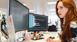 עבודה מול מחשב הראל פיננסים , צילום: Pexels