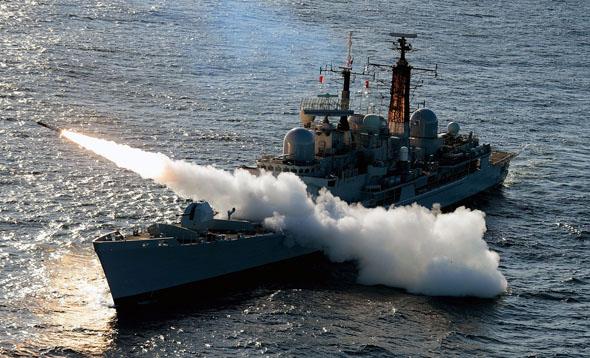 """משחתת בריטית מטיפוס 42 משגרת טיל נ""""מ, צילום: UK MOD"""