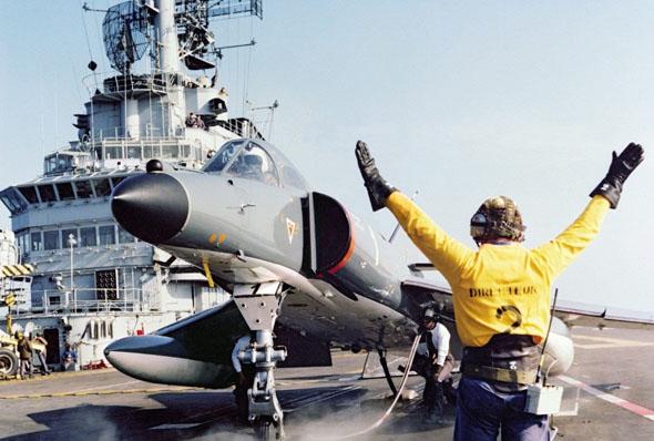 סופר אטנדאר על נושאת מטוסים צרפתית, צילום: Dassault Aviation