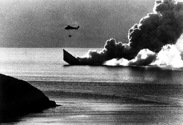 חילוץ נפגעים מספינה בריטית טובעת, צילום: צילום: גטי אימג