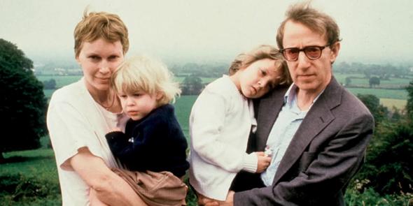 מימין: וודי אלן דילן סאטצ'ל ומיה פארו ב־1991, צילום: HBO