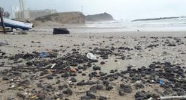זיהום הזפת בחוף ליד חדרה, צילום:  מפקחי היחידה הימית, המשרד להגנת הסביבה