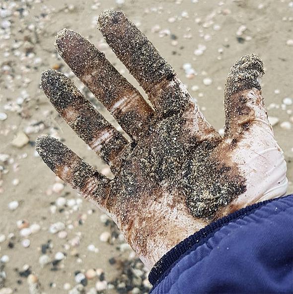 זפת בחוף הים