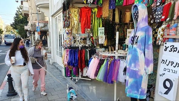 חנות רחוב פתוחה הבוקר בתל אביב, צילום: עידו ארז