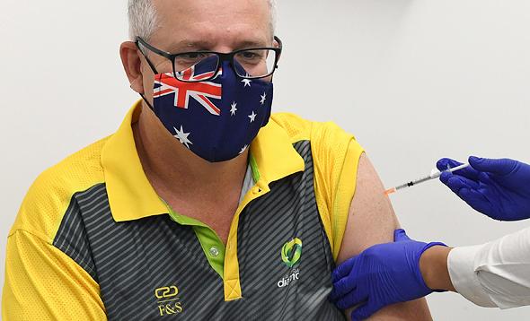 ראש ממשלת אוסטרליה סקוט מוריסון מתחסן