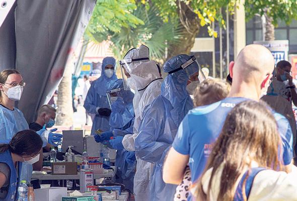 """מתחם הבדיקות והחיסונים בכיכר רבין בת""""א. תנאים להגעה לעבודה"""