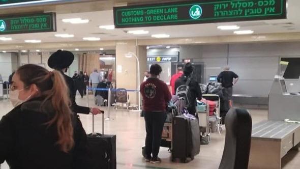 """נוסעים ששבו מארה""""ב בנתב""""ג ולא מועברים לבידוד , צילום: חו""""ל מהודר"""