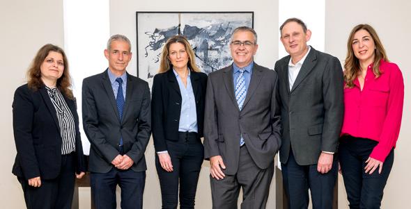 מימין: עורכי הדין איה יופה, איל שנהב, יורי נחשתן, עדי יוגב, מיכאל גינסבורג ואסתר קורן
