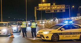 כוחות משטרה אוכפים סגר לילי, צילום: עמית שאבי