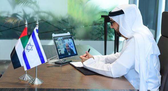 H.E. Dr. Tariq Bin Hendi speaking with Director General of the Ministry of Economy David Leffler. Photo: PR