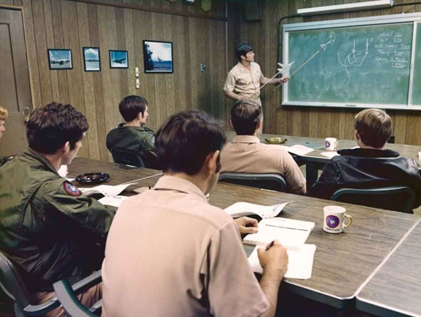 """הדרכת קרבות אוויר בטופ גאן, בית הספר לאימוני קרב מתקדמים של צי ארה""""ב, צילום: USN"""