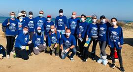 עובדי בתי החולים מתנדבים בחוף, צילום: ליטל אלון