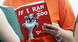"""ספר ד""""ר סוס רוצה להיות מנהל גן חיות, צילום: איי פי"""