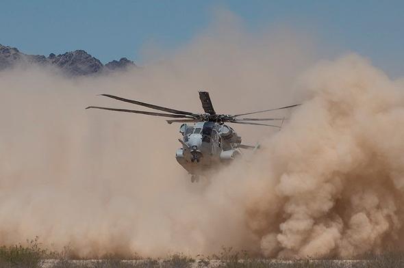 קינג סטאליון מעלה ענן אבק בנחיתה, צילום: Lockheed Martin