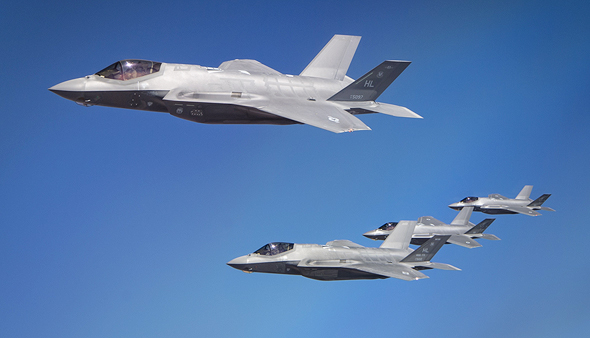 "F35 של ארה""ב ושל ישראל במבנה, צילום: USAF"