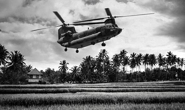 מסוק הצ'ינוק מגיע לנחיתה בוייטנאם