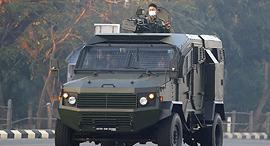 מיאנמר הפיכה צבאית חייל נוסע במשוריין שלפי פרסומים מיוצל על ידי חברת גאיה הישראלית, צילום: גטי אימג'ס