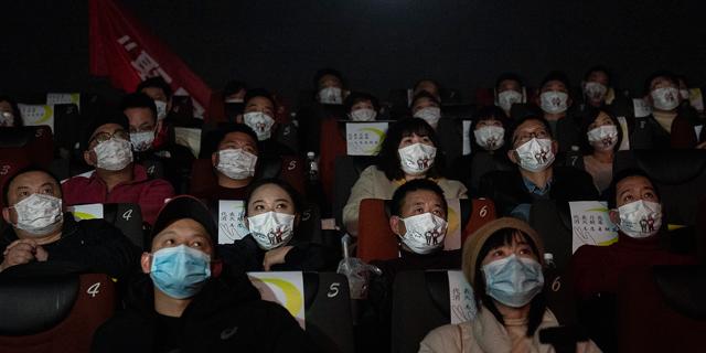 צופים בקולנוע בווהאן, סין, צילום: גטי אימג