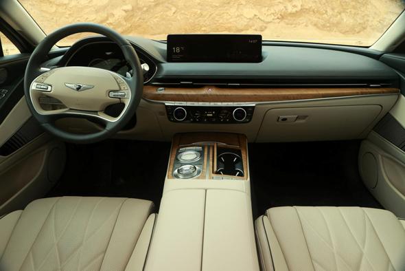 ג'נסיס 80G Luxury. מבט מבפנים