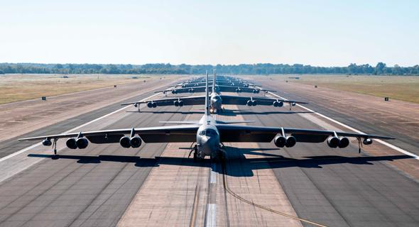 עומדים בתור להמריא, צילום: USAF
