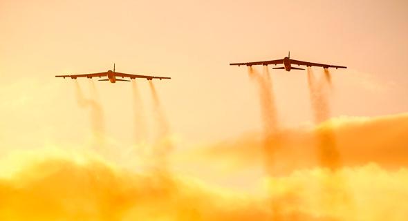 זוג מפציצים באוויר, צילום: USAF