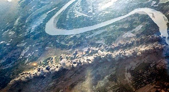 נתיב ההרס: אלו הן פצצות של רבע טון, שיצרו פשוט רצף של מוות בוער, צילום: USAF