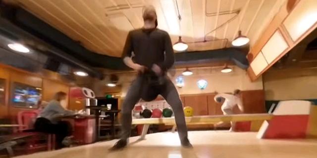 """""""אחד המדהימים"""": הסרטון שצולם בשוט אחד ע""""י רחפן במועדון באולינג"""