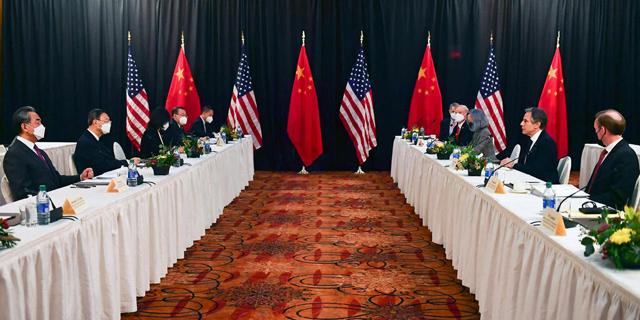 """לראשונה בעידן ביידן: פגישה מתוחה בין נציגי ארה""""ב וסין באלסקה"""