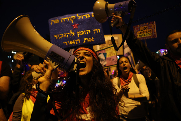 A protest against Netanyhau outside his Jerusalem residence. Photo: Amit Shaabi