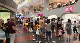 מבלים קונים קניון דיזנגוף סנטר תל אביב חופש יום בחירות 2021 שופינג קניות , צילום: מוטי קמחי