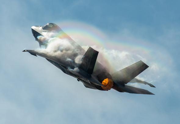 """צל""""ש או טר""""ש? F35 מתמרן, צילום: USAF"""
