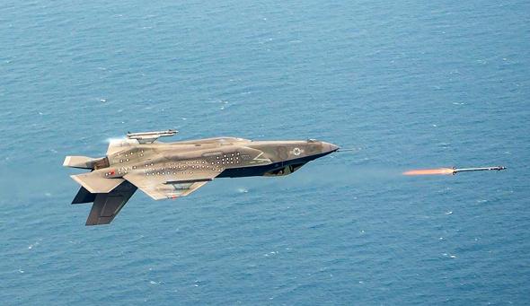 F35 יורה במהופך במסגרת ניסויי טיסה