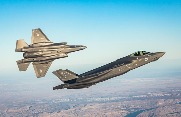 """גם פה אצלנו אוהבים אותו מאוד. זוג מטוסי F35 של טייסת """"אריות הדרום"""" הישראלית , צילום: דובר צה""""ל"""