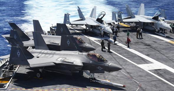 F35 לצד מטוסי F18 מהדור האחרון, צילום: USAF