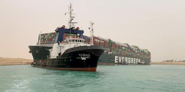 ספינת המשא התקועה בתעלה